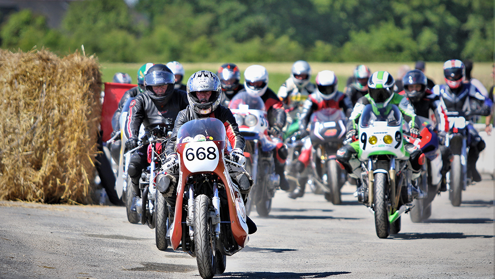 Démonstration de motos anciennes à Trélivan