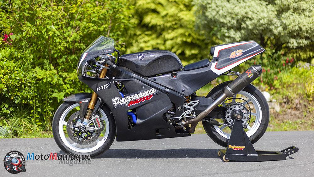 Une Honda RC30 full Carbone !
